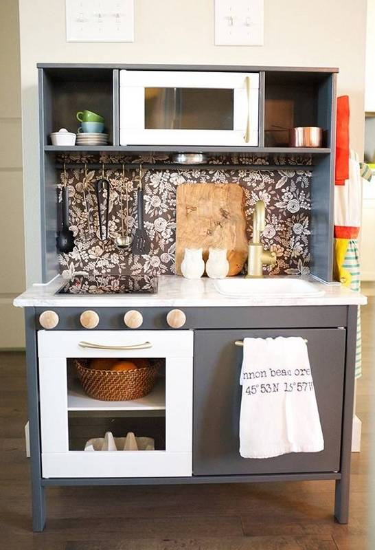 30-pretend-kitchens-we-kind-of-wish-were-real-kid-kitchens-gray-kid-kitchen-with-floral-backsplash-5788510781c866970ee812c8-w620_h800