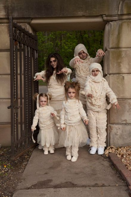 0ac7ccc42cf59043e866eae15891ae10--mummy-costumes-halloween-costume-ideas