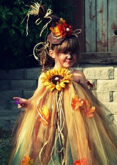 10-Baby-Halloween-Costumes-You-Can-Try-scarecrow