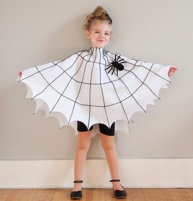 diy_spider_web_costume_1-600x624
